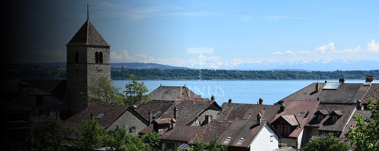 Aussicht auf Twann und den Bielersee mit Tinus Logo